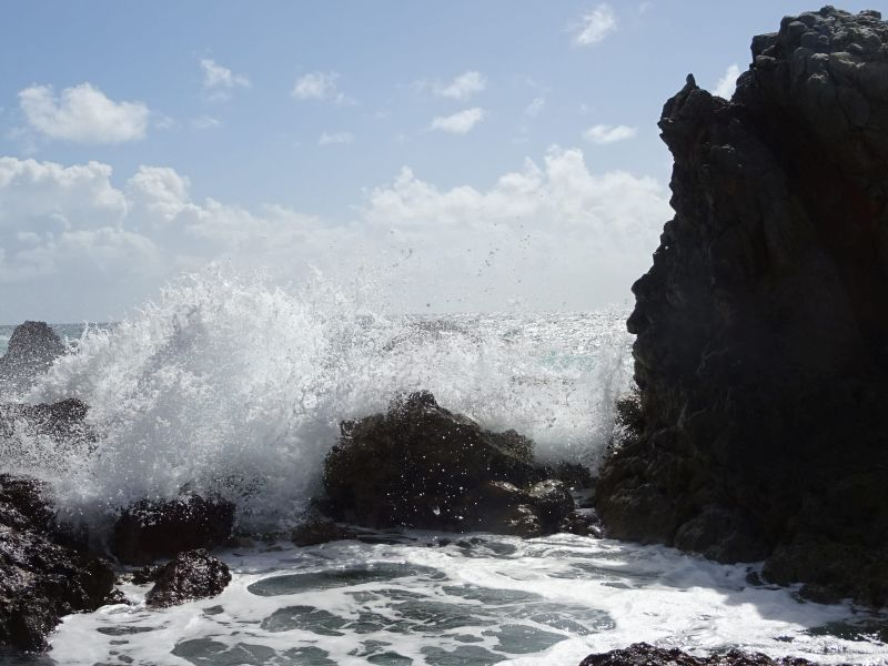 106 St Thomas - Tidal Waves and  Blowhole