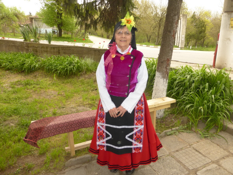 201604.08 Aftar Village (Bulgaria) Suzie in local outfit